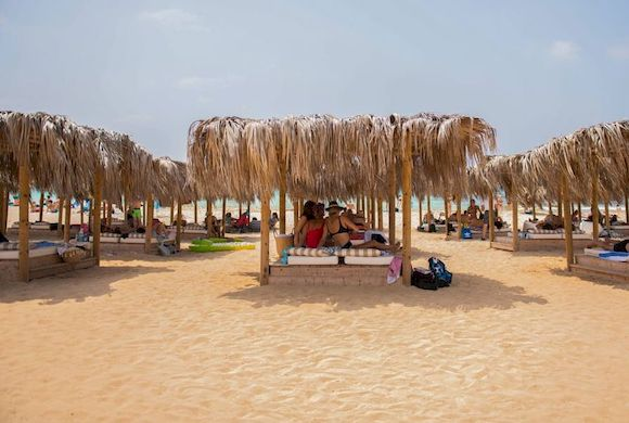 Macronissos Beach, пляж Кипра с белым песком