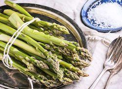 Дикая спаржа, овощи на Кипре